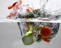 Frutas en agua Fotos de archivo libres de regalías