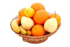 Frutas en cesta Imagenes de archivo