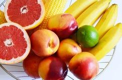Frutas en cesta Fotos de archivo libres de regalías