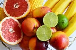 Frutas en cesta Foto de archivo libre de regalías