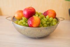 Frutas en el bown Fotos de archivo