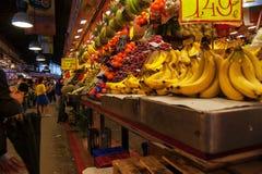 Frutas en el La Boqueria en Barcelona Foto de archivo