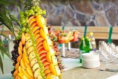 Frutas en el soporte de plata Fotografía de archivo libre de regalías