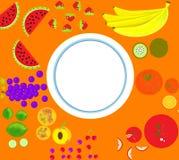 Frutas en la placa de las tablas Fotos de archivo