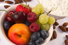 Frutas en tazón de fuente Fotografía de archivo