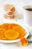 Frutas escarchadas: rebanadas de naranjas y de café Imagen de archivo