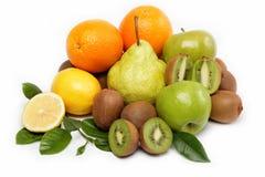 Frutas frescas aisladas en un blanco. Fotos de archivo