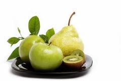 Frutas frescas aisladas en un blanco. Imagen de archivo
