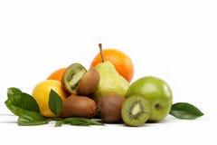 Frutas frescas aisladas en un blanco. Foto de archivo
