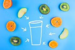 Frutas frescas en azul imágenes de archivo libres de regalías