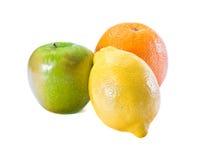 Frutas frescas en el fondo blanco imágenes de archivo libres de regalías