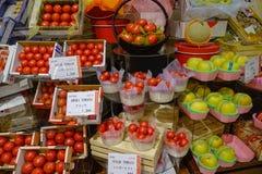 Frutas frescas en el supermercado fotografía de archivo