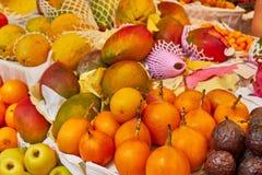 Frutas frescas en un mercado, tienda de la calle foto de archivo libre de regalías