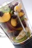 Frutas frescas en una blenda de cristal Fotos de archivo libres de regalías