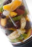Frutas frescas en una blenda de cristal Imagenes de archivo