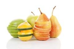 Frutas frescas isoladas. Imagens de Stock