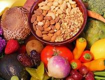 Frutas frescas, nueces y verduras foto de archivo libre de regalías