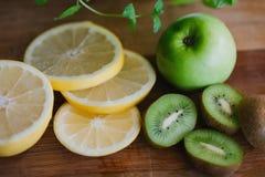 Frutas frescas para el smoothie imagen de archivo libre de regalías