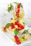 Frutas frescas seridas na bacia do melão Imagens de Stock