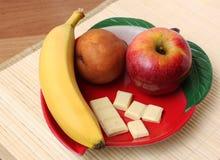 Frutas frescas y chocolate Fotografía de archivo libre de regalías