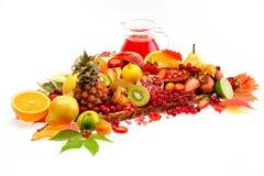 frutas frescas y jugo Fotografía de archivo