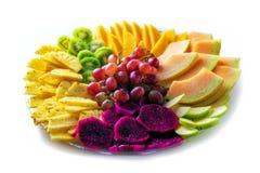 Frutas Fruto vermelho do dragão do pitaya, abacaxi, uvas, manga, melão, frutos tropicais diferentes isolados no fundo branco fotografia de stock royalty free