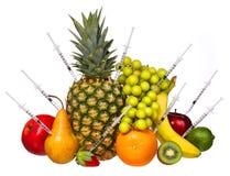 Frutas genético modificadas aisladas en blanco. Concepto de la OGM. Foto de archivo libre de regalías