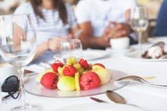 Frutas hermosas en la placa Fotografía de archivo