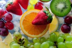 Frutas jugosas en el hielo Imagen de archivo libre de regalías