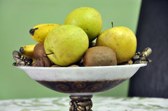 Frutas jugosas en un cuenco Foto de archivo