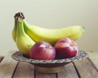 Frutas na bacia do vintage Foto de Stock