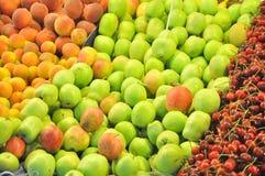 Frutas no indicador do mercado imagem de stock