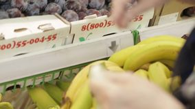Frutas no supermercado filme