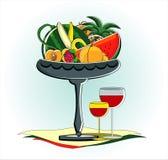 Frutas no vaso com vidro do vinho vermelho Foto de Stock