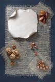 Frutas Nuts y secadas en un pedazo de arpillera Foto de archivo