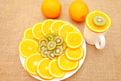 Frutas para el cuidado sano, ilustrando la tabla del día de fiesta Imagenes de archivo