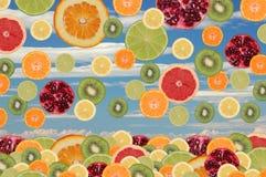 Frutas que caen Fotografía de archivo libre de regalías