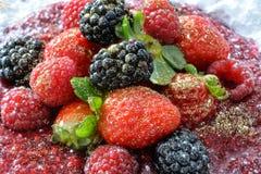 Frutas rojas con purpirines de oro Imagen de archivo