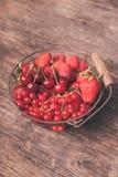 Frutas rojas del verano fotos de archivo libres de regalías
