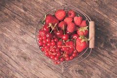 Frutas rojas del verano imagen de archivo libre de regalías