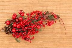 Frutas rojas en la Navidad de la rama para la decoración Imagenes de archivo