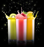 Frutas sabrosas del verano con el jugo en vidrio Imágenes de archivo libres de regalías