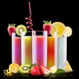 Frutas sabrosas del verano con el jugo en vidrio Foto de archivo