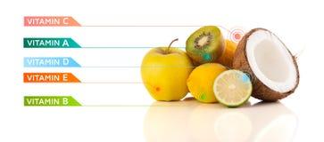 Frutas sanas con símbolos e iconos coloridos de la vitamina Fotos de archivo