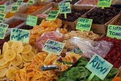 Frutas secadas en el mercado turco Imágenes de archivo libres de regalías