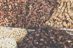 Frutas secadas expuestas en el mercado de Marrakesh Fotografía de archivo libre de regalías