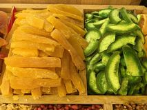 Frutas secadas y nueces traídas de Asia y vendidas en Europa imagenes de archivo