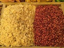 Frutas secadas y nueces traídas de Asia y vendidas en Europa imagen de archivo libre de regalías