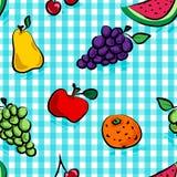 Frutas sucias inconsútiles sobre azul claro Imagen de archivo libre de regalías