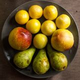 Frutas - surtido de frutas frescas, concepto de la p?rdida de peso fotografía de archivo